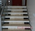 Escada em Mármore Travertino
