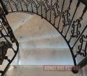 Escada em Mármore Translúcido.