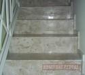 Escada em Mármore Travertino.